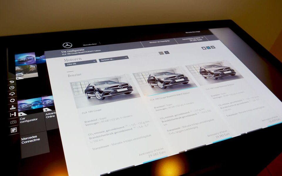 Een touchscreen met digital signage is een krachtige tool om met klanten en voorbijgangers in dialoog te gaan.
